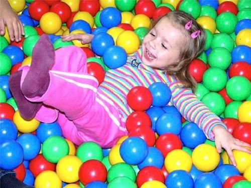 Все что нужно знать про шарики для детского сухого бассейна