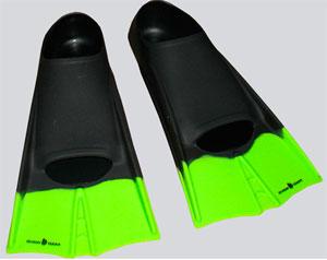 Короткие ласты лучше всего подойдут для занятий в бассейне